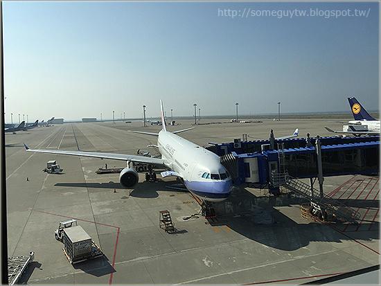 [飛行記錄] 中華航空 CI151 哩程升等A330 商務艙 名古屋 NGO – 台北 TPE 貴賓室及飛行記錄