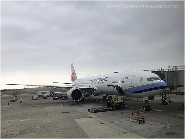 [飛行記錄] 中華航空 CI503 波音777 偽豪華經濟艙 台北-上海飛行/座位全記錄 (TPE-PVG)