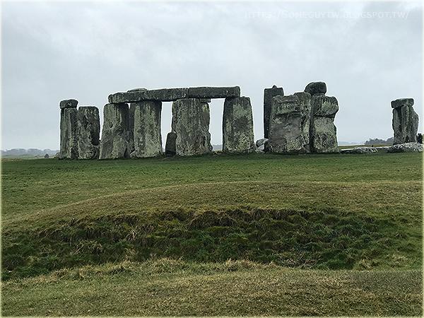 [英國自助] 巨石陣一日遊行程挑選 近距離看巨石再加上超美特色小鎮 (Lacock & Castle Combe) 行程記錄與推薦