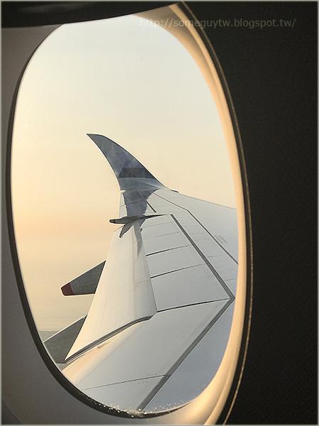 [飛行記錄] 倫敦蓋威克機場 退稅離境好Easy + CI070 LGW-TPE 經濟艙直飛飛行記錄